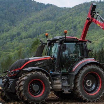 trattore valtra rosso